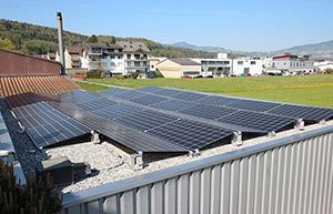 15.04 kWp Photovoltaik-Anlage, Ging Saunabau AG Fabrikationsdach in Tuggen (SZ)
