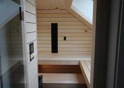 Bio-Sauna mit Dachfenster und Dachschräge - Ging Saunabau AG