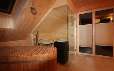 Sauna in Dachschräge von Ging Sauna