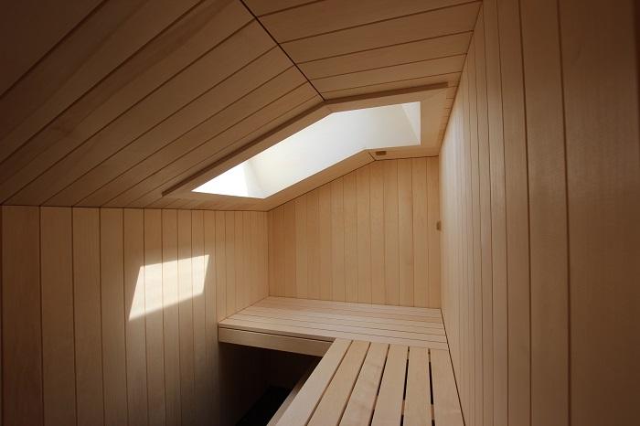 Sauna mit Mehrwert - Die Profis von GING Saunabau in Tuggen passen elegante und fantasievolle Lösungen in ungewöhnlichen Winkeln ein.